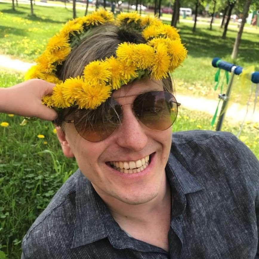 «Актер из него лучше»: Безруков записал песню и клип в образе Саши Белого