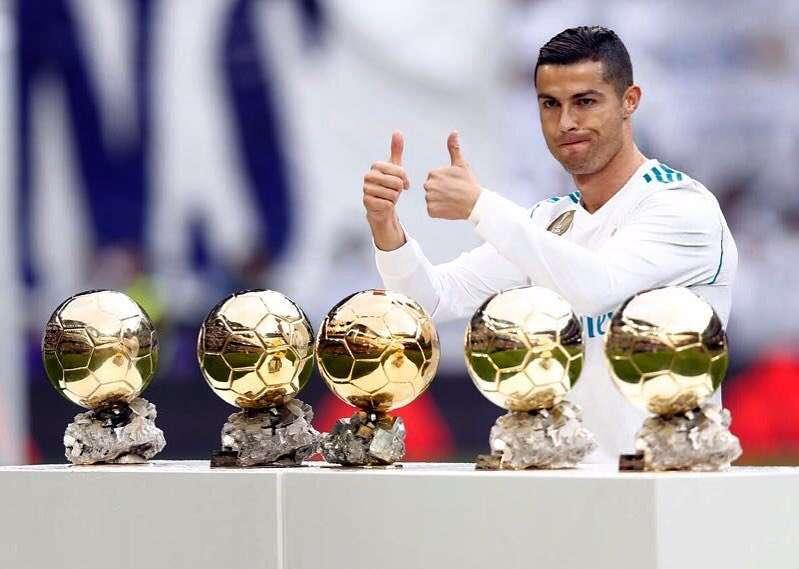 «Сколько трофеев!»: Криштиану Роналду похвастался на родине своими наградами