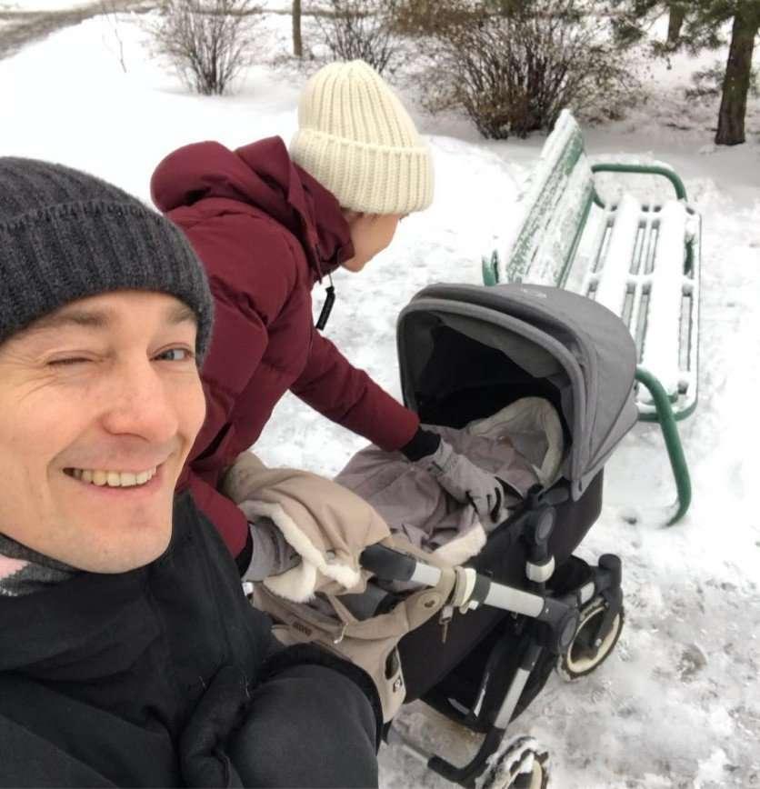 Сергей Безруков отправился на первую прогулку с новорожденным сыном