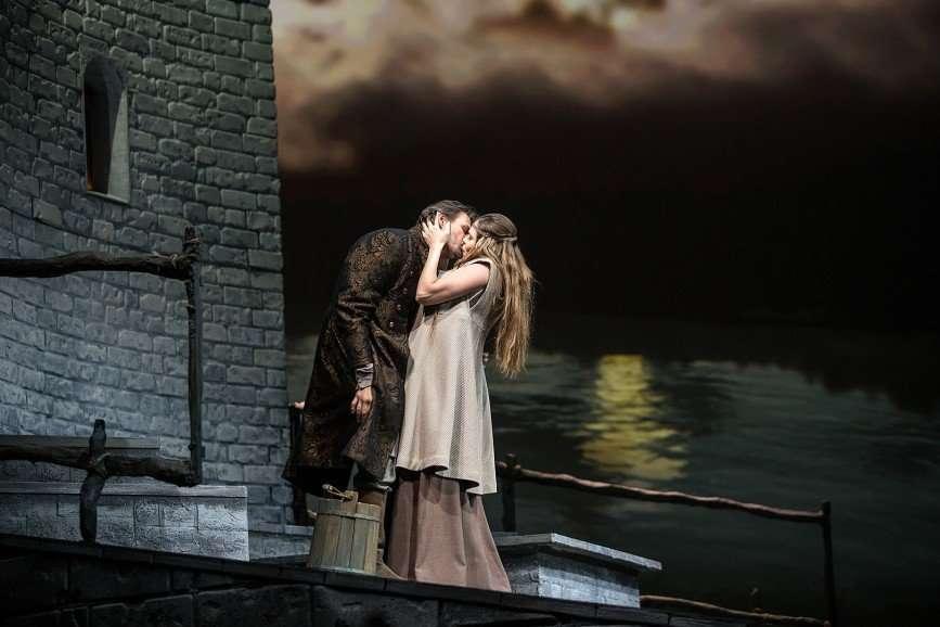 Китайская опера, глобальная катастрофа и смутное время: топ-6 интригующих спектаклей сентября
