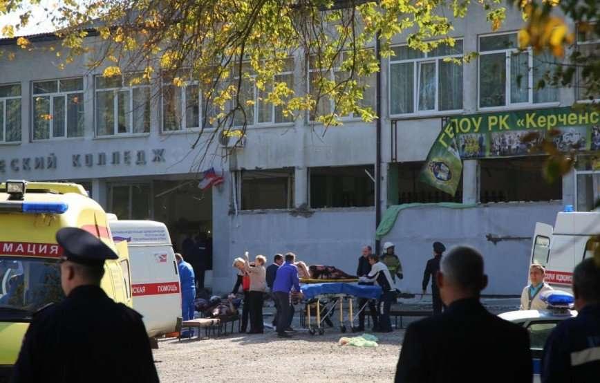 Власти Крыма выплатят по 1 млн рублей семьям погибших в Керчи подростков