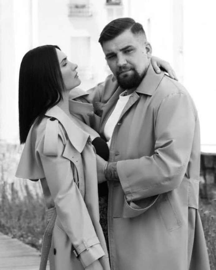 Баста романтично поздравил жену с днем знакомства