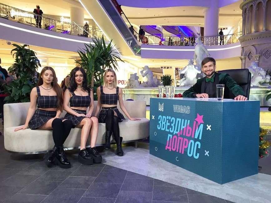 «Стареющие школьницы»: наряд участниц группы «Серебро» напомнил фанатам о 90-х