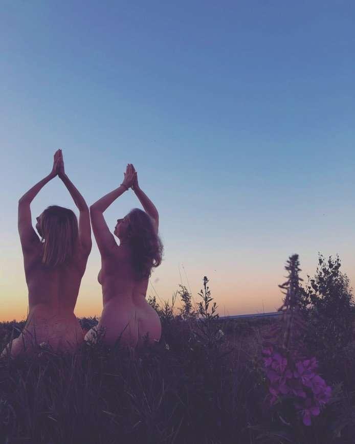 «Совсем стыда не осталось!»: Любовь Толкалина голой встретила рассвет