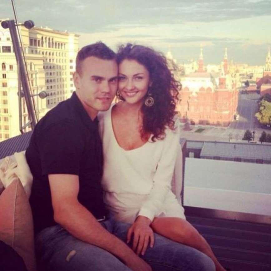 «Я целовался с женой Акинфеева»: Лазарев вспомнил о встрече с супругой знаменитого вратаря
