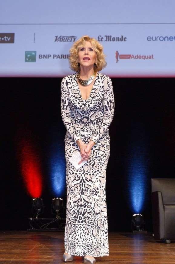 Мастер-класс: 80-летняя Джейн Фонда показала, как следует носить леопардовый принт