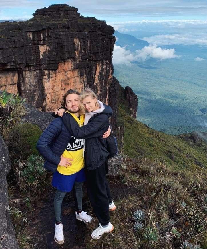 Александра Бортич с возлюбленным побывали у самого высокого водопада в мире