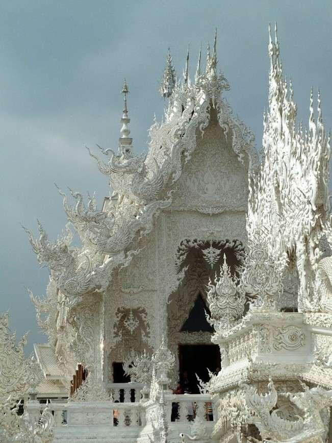 Белый храм: самое удивительное буддийское сооружение в мире